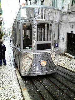 リスボン憧れの路面電車に乗る