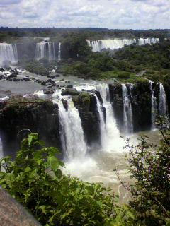 これがイグアスの滝です。。