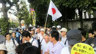8月10日も国会包囲デモに来ました。